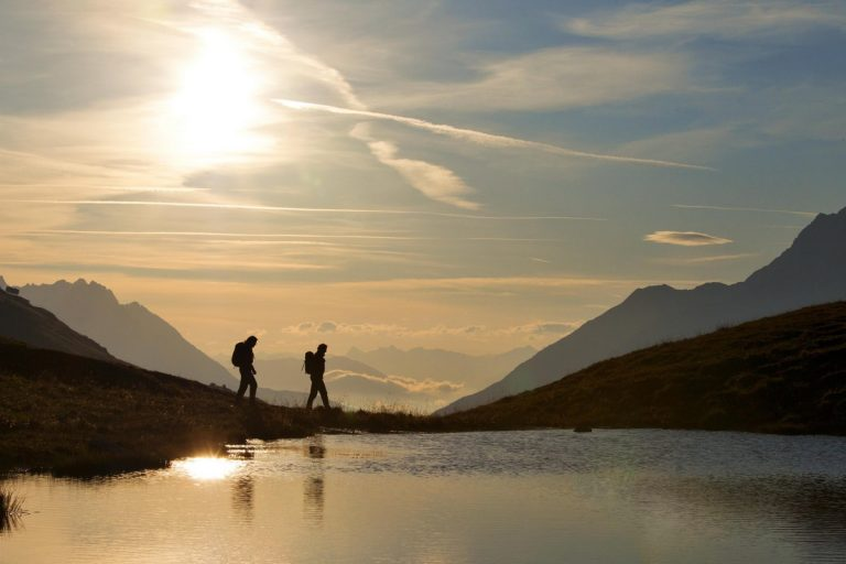 Wanderszene auf Galzig bei St. Anton, Lechtaler Alpen, Tirol, Österreich.